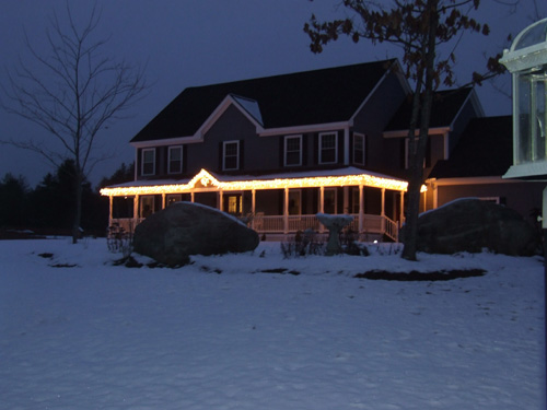 How to Hang Christmas Lights From Gutters